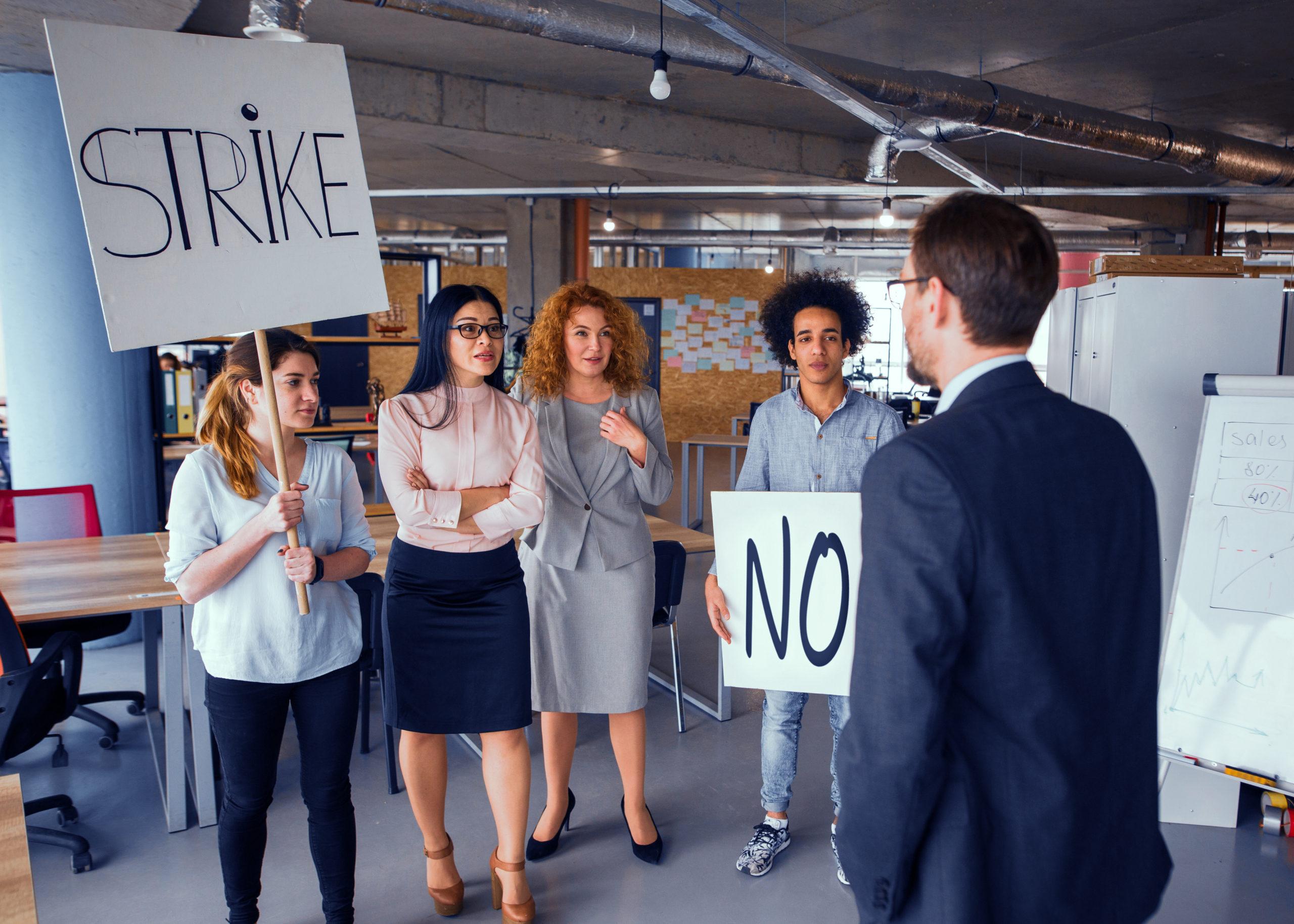 カナダでは教育現場でもストライキが起きる!!